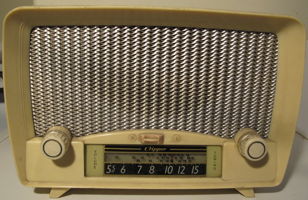 NZ Vintage Radio - 1953 Clipper model 513