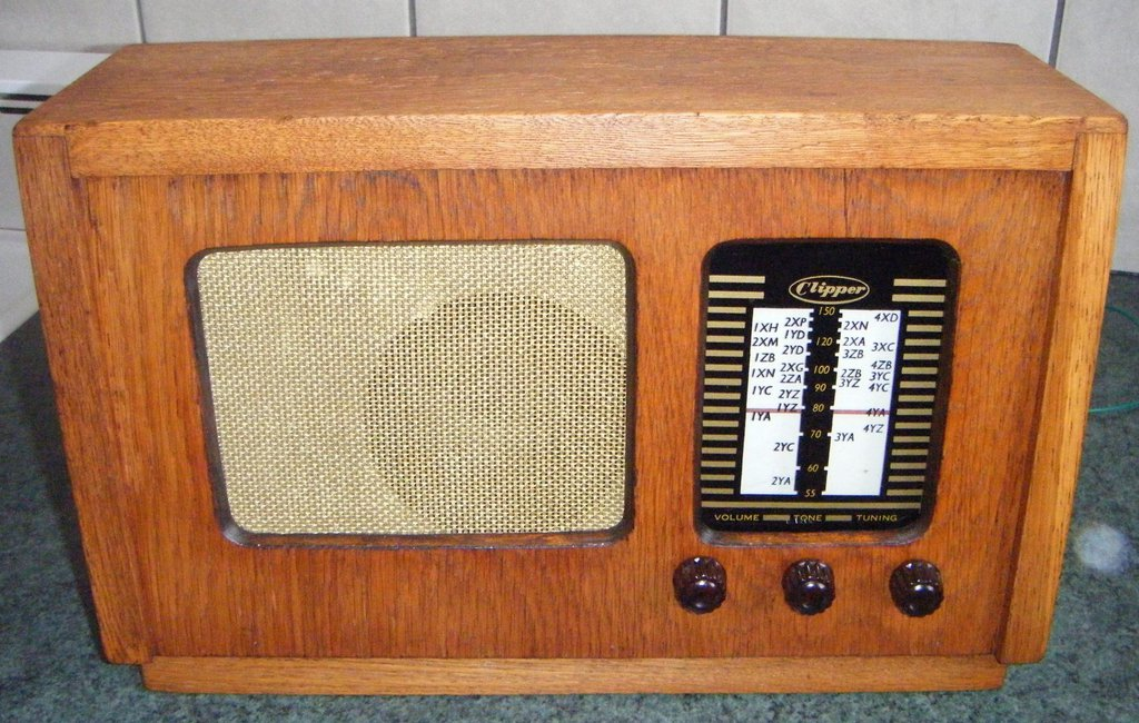 NZ Vintage Radio - 1955 Clipper 5W5