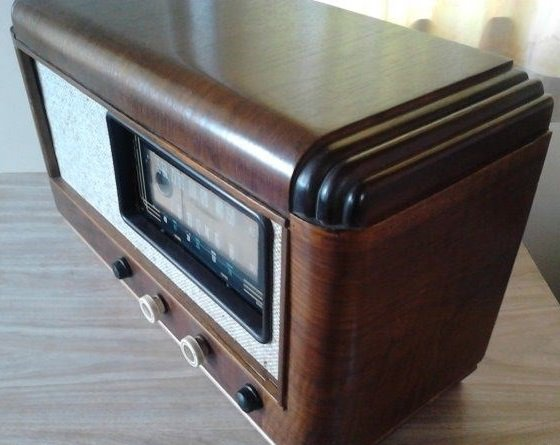NZ Vintage Radio - 1955 Clipper model 725