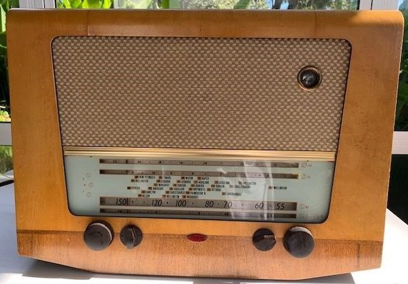 NZ Vintage Radio - 1955 Clipper R24