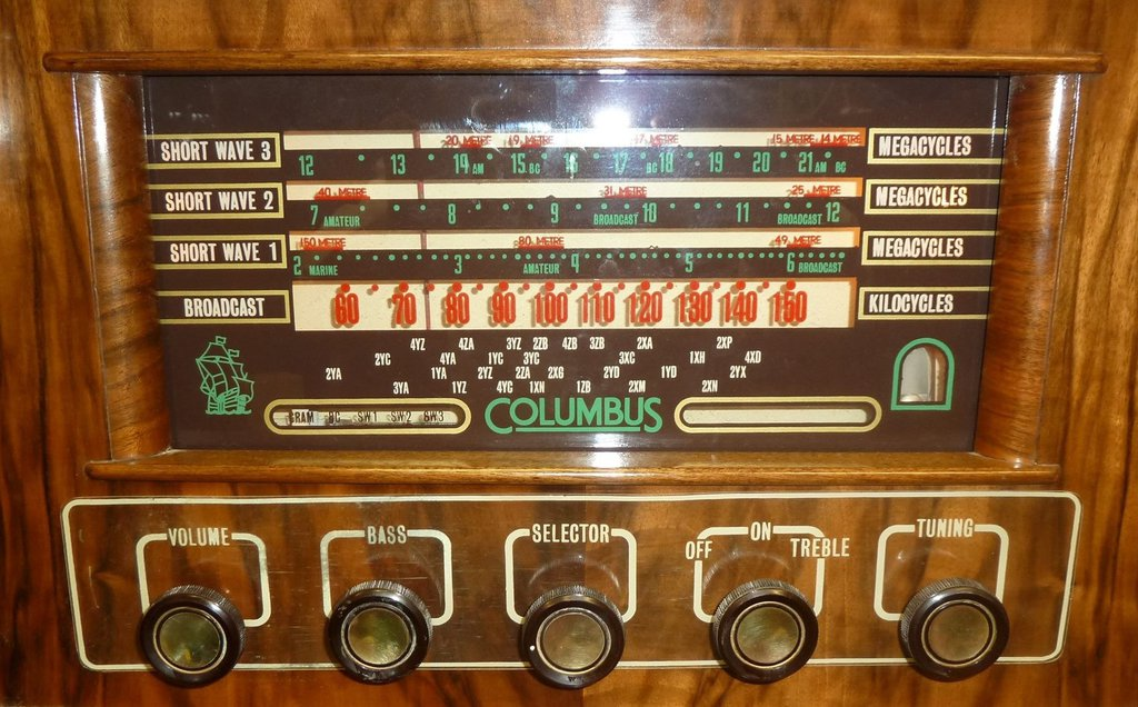 NZ Vintage Radio - 1957 Columbus model 1006