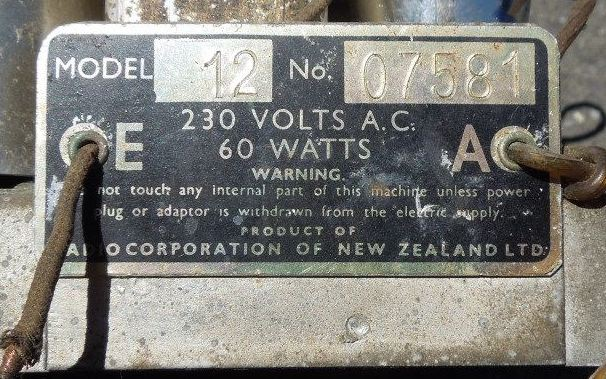 NZ Vintage Radio - Columbus 12
