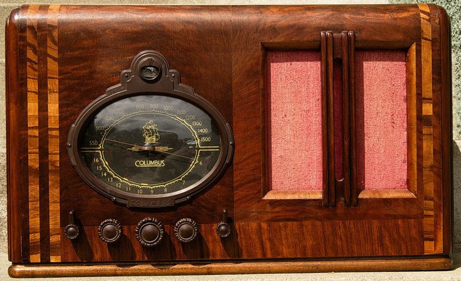 NZ Vintage Radio - Columbus model 35 - later design with oval dial