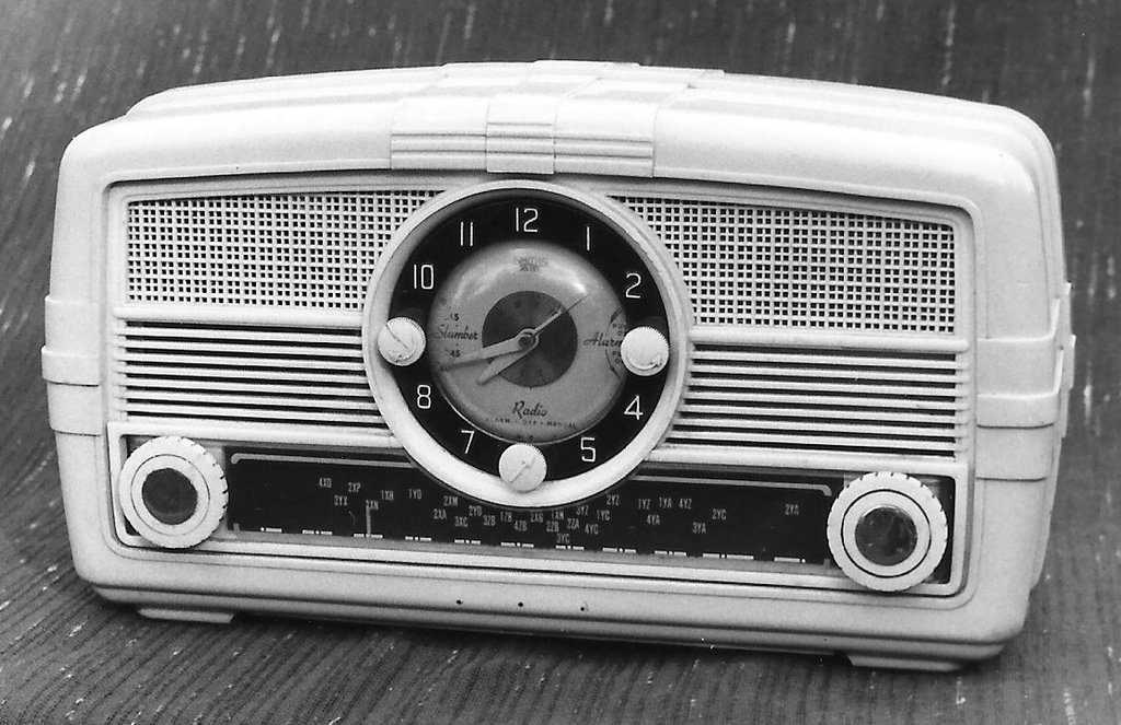 NZ Vintage Radio - 1955 Columbus model 563