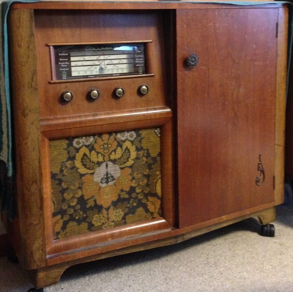 NZ Vintage Radio - 1957 Columbus model 705