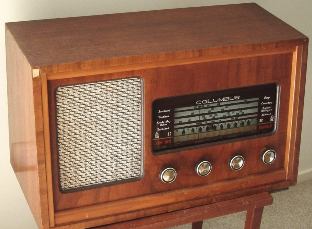 NZ Vintage Radio - Columbus model 810 'Plymouth'