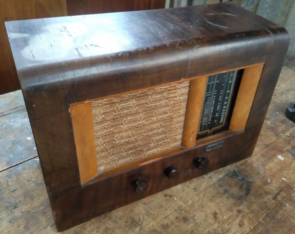 NZ Vintage Radio - 1945 Courier RB