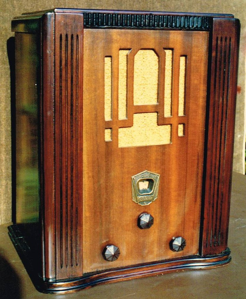 NZ Vintage Radio - 1933 Courtenay model 103