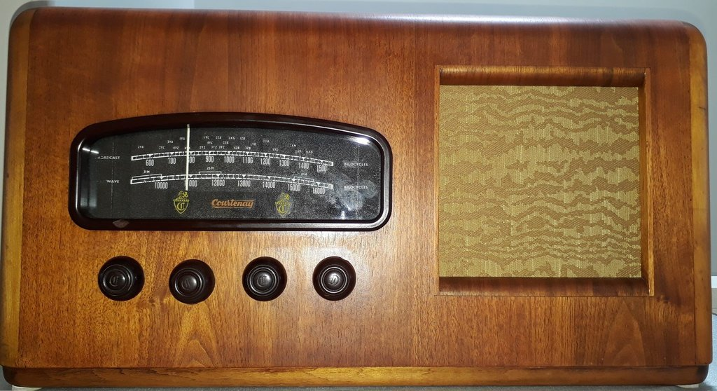 NZ Vintage Radio - 1949 Courtenay model 166