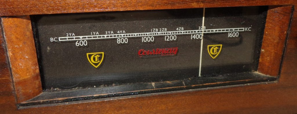 NZ Vintage Radio - Courtenay 22