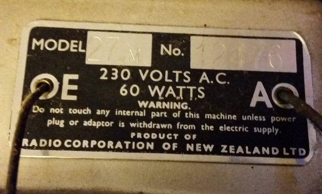 NZ Vintage Radio - 1952 Courtenay 27M