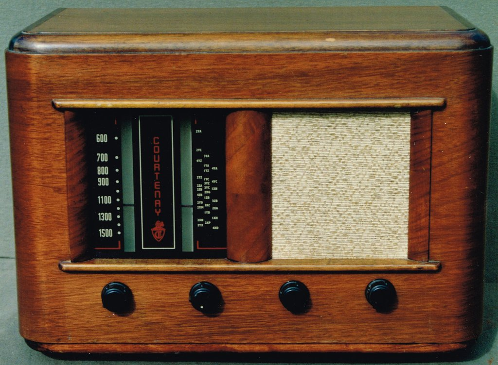 NZ Vintage Radio - 1953 Courtenay model 46