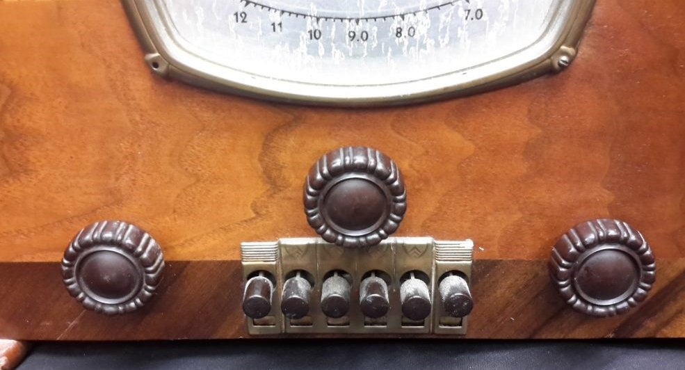 NZ Vintage Radio - 1939 Courtenay model 60