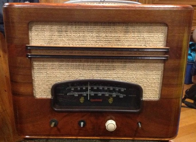 NZ Vintage Radio - 1947 Courtenay model 61