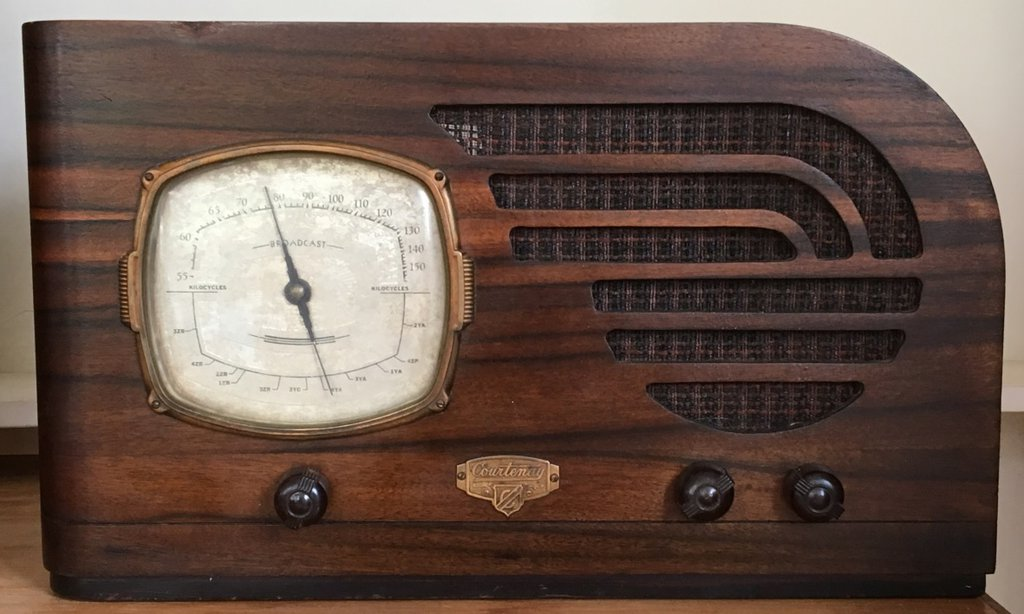 NZ Vintage Radio - 1938 Courtenay model 84