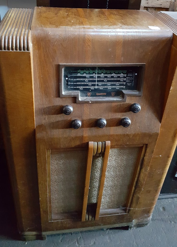 NZ Vintage Radio - 1942 Courtenay model 90