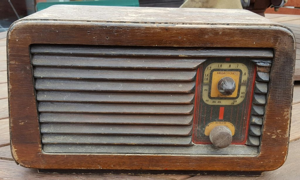 NZ Vintage Radio - Escort 5M7