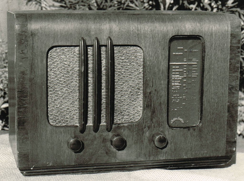 NZ Vintage Radio - 1939 Golden Knight CTR