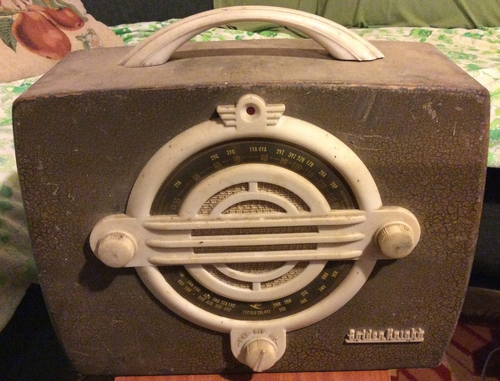 NZ Vintage Radio - 1949 Golden Knight RAN