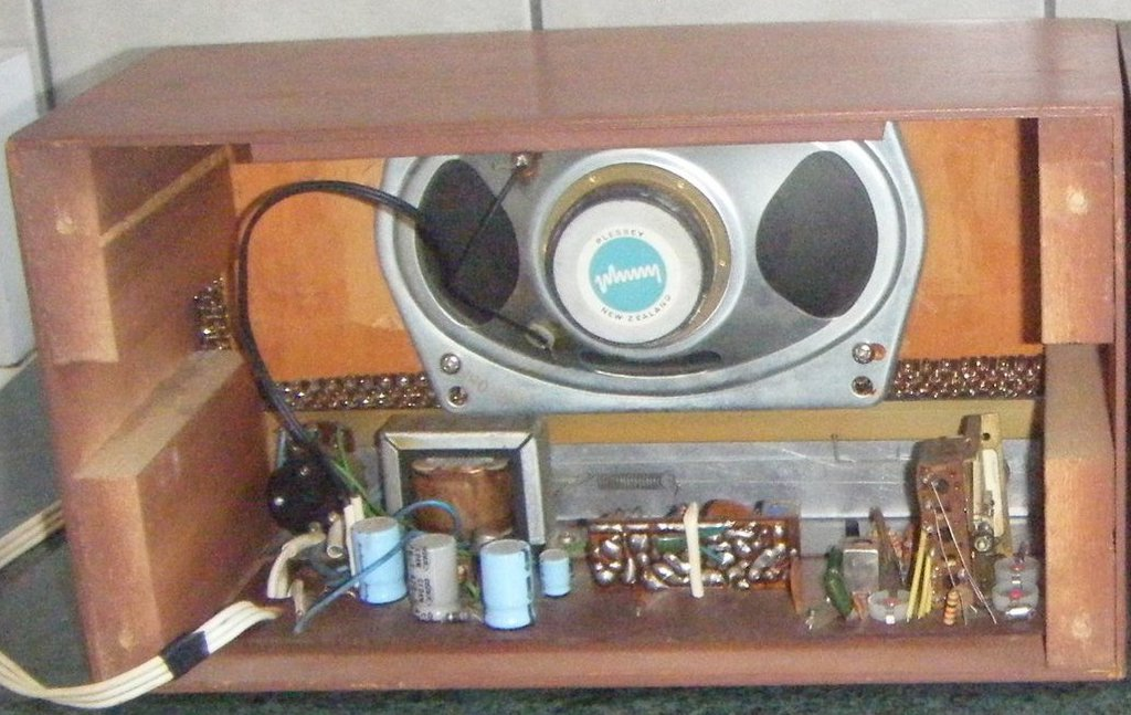 NZ Vintage Radio - La Wood MR3