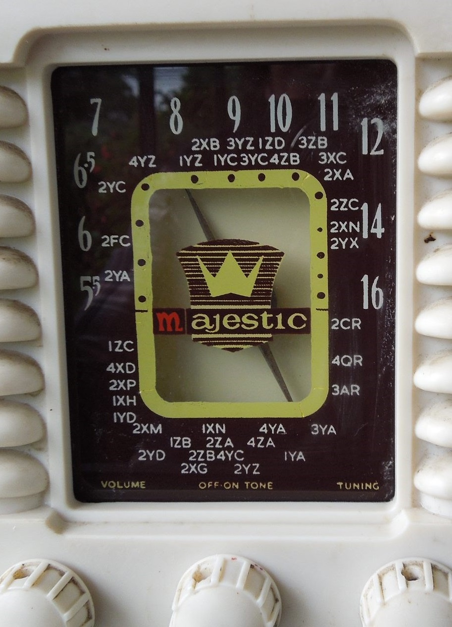 NZ Vintage Radio - Majestic Mantle
