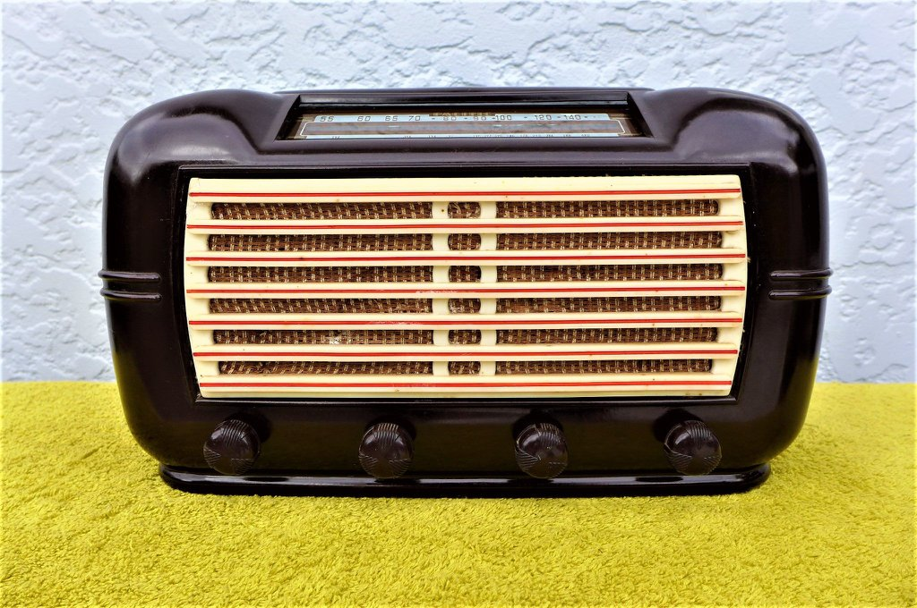 NZ Vintage Radio - 1949 Pacific (Post-WWII)  model 519 'Premier'