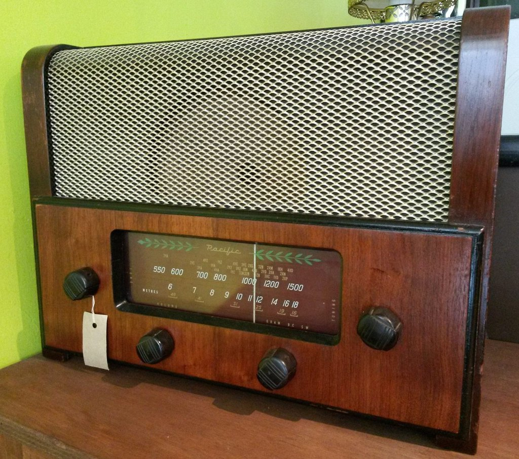 NZ Vintage Radio - 1952 Pacific (Post-WWII) model 522 Front
