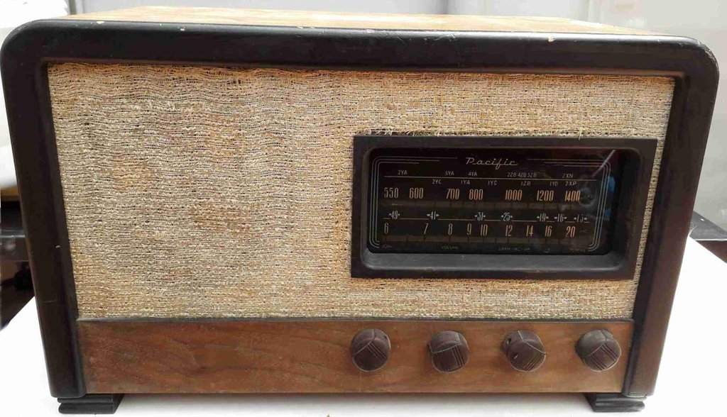 NZ Vintage Radio - 1945 Pacific (Post-WWII) model 525