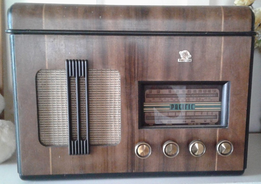 NZ Vintage Radio - 1947 Pacific (Post-WWII) model 527