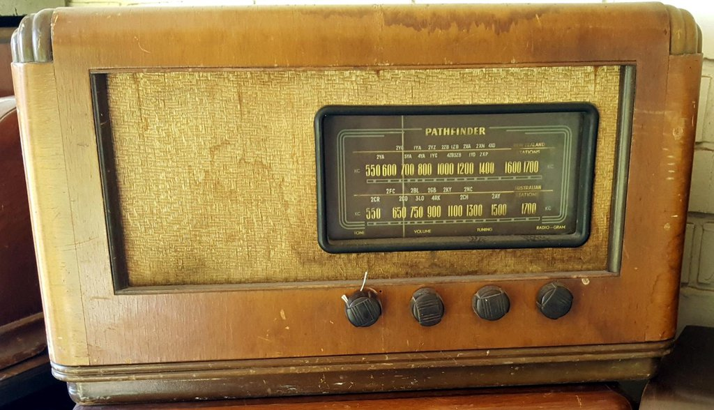NZ Vintage Radio - 1947 Pathfinder  model 617