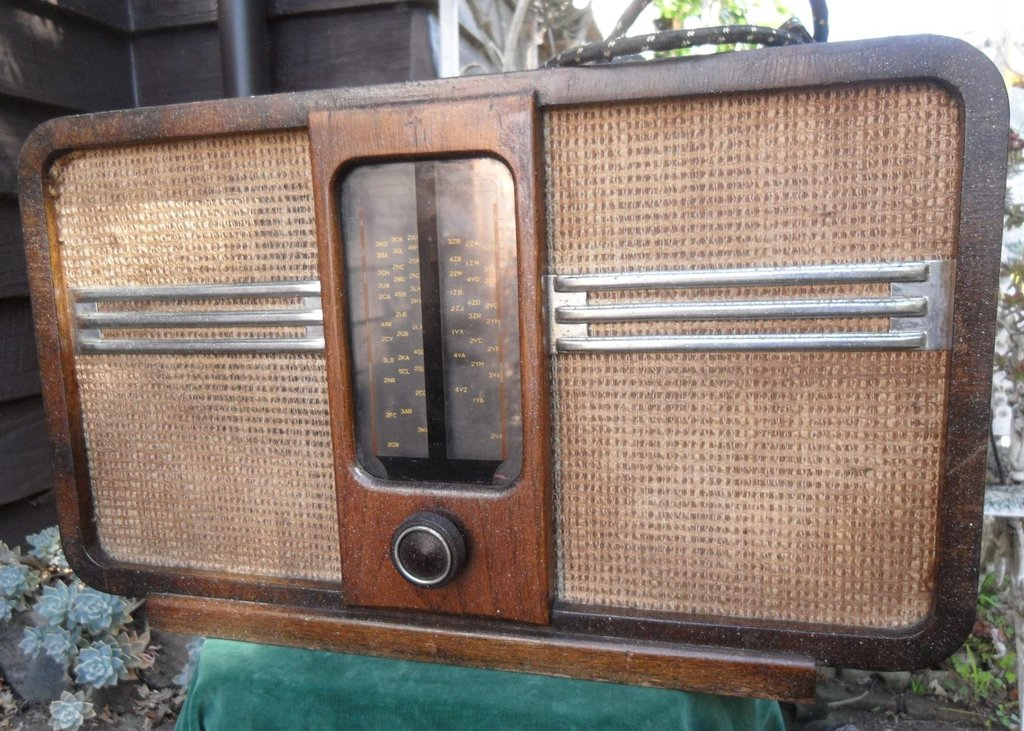 NZ Vintage Radio - 1939 Philips  model 152