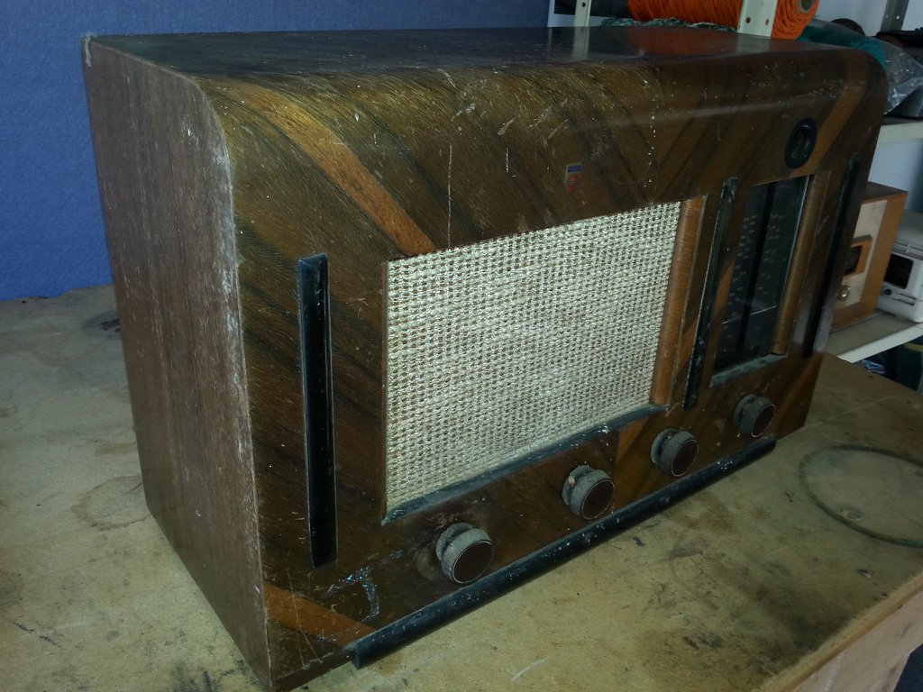 NZ Vintage Radio - Philips 153