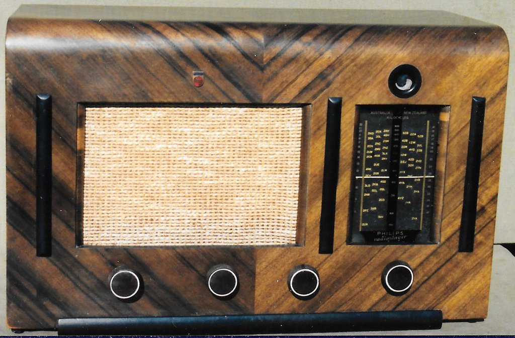 NZ Vintage Radio - 1941 Philips  model 153