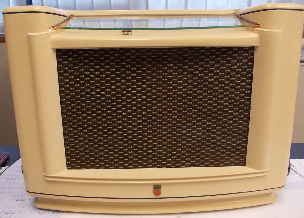 NZ Vintage Radio - 1949 Philips  model 305
