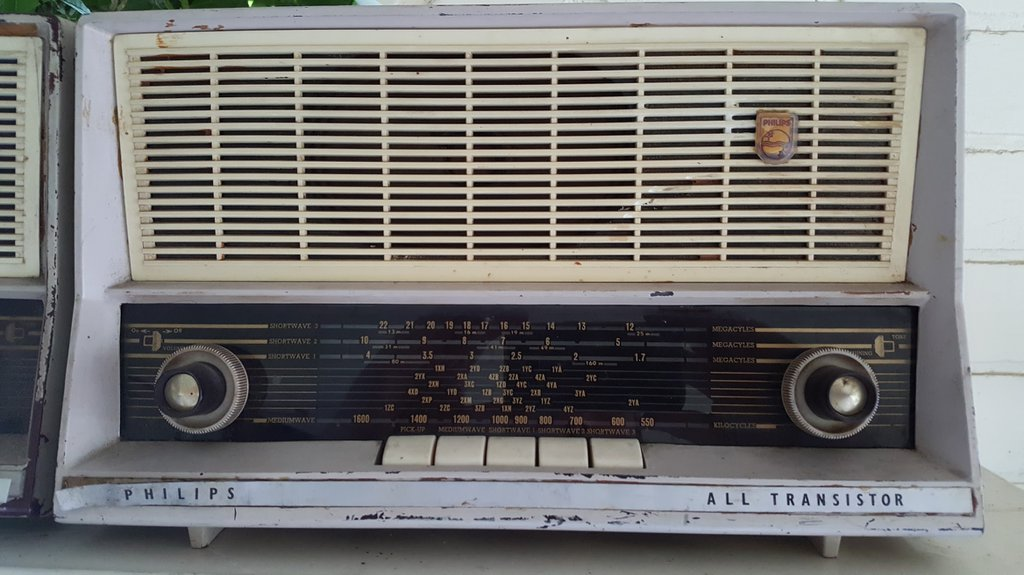 NZ Vintage Radio - 1961 Philips B3Z96T 'Continental Cordless'