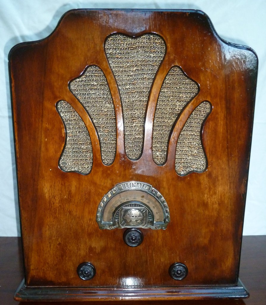 NZ Vintage Radio - 1932 Ultimate model 524