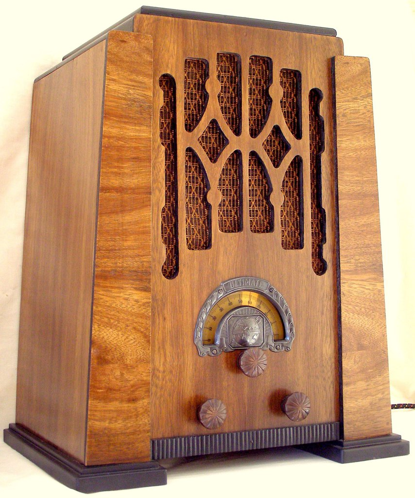 NZ Vintage Radio - 1933 Ultimate model 621