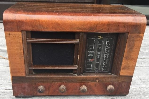 NZ Vintage Radio - 1940 Ultimate EB